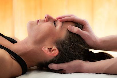 Traitement cranio-sacré en consultation d'ostéopathie